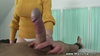 Mature british pleasing a cock