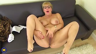 gorgeous mature mother with amazing fuckable body